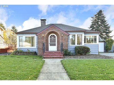 Portland Single Family Home For Sale: 12406 SE Mill St