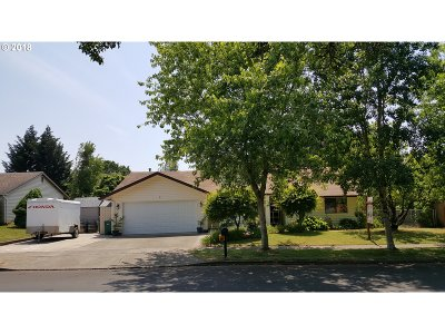 Yamhill County Single Family Home For Sale: 102 E Foothills Dr
