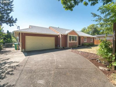 Portland Single Family Home For Sale: 4203 SE 90th Ave