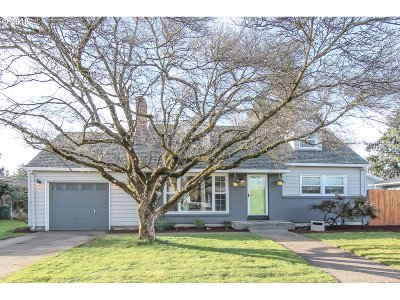 Single Family Home For Sale: 12516 SE Salmon St