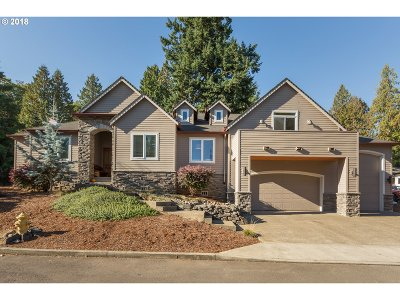 Milwaukie Single Family Home For Sale: 14227 SE Vista Ln