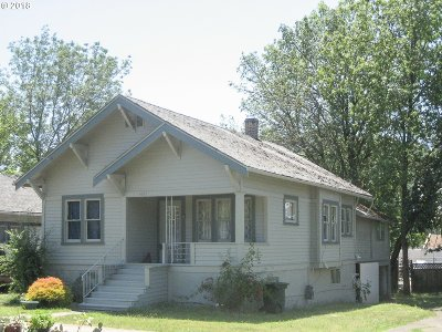 Roseburg Single Family Home For Sale: 1627 NE Commercial Ave