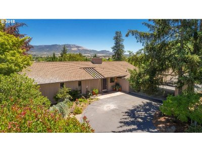 Medford Single Family Home For Sale: 123 S Foothill Rd