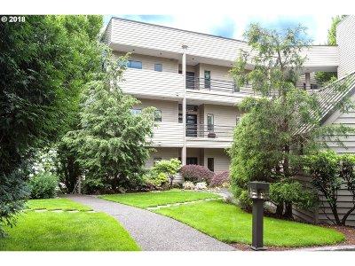Condo/Townhouse For Sale: 236 SE Spokane St
