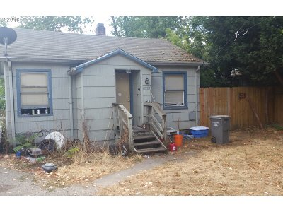 Portland Single Family Home For Sale: 11520 SE Harold St