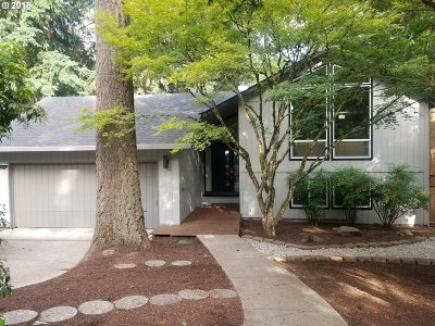 Tualatin Single Family Home For Sale: 10040 SW Paulina Dr