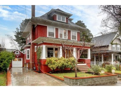 Portland Single Family Home For Sale: 445 SE 67th Ave