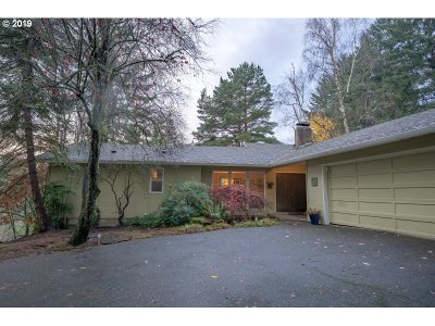 Portland Single Family Home For Sale: 5525 SW Dolph Dr