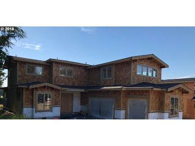 Lake Oswego Single Family Home For Sale: 13214 Amber Pl