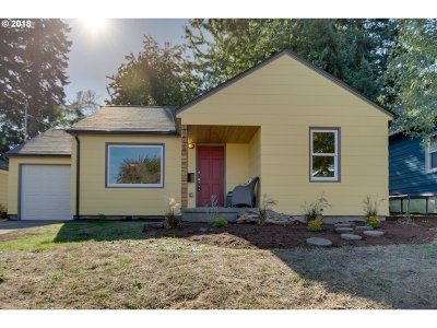 Single Family Home For Sale: 8438 SE Yamhill St