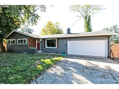 Milwaukie Single Family Home For Sale: 14951 SE Marian St