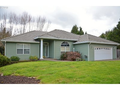 Roseburg Single Family Home For Sale: 2355 NW Witherspoon Ave