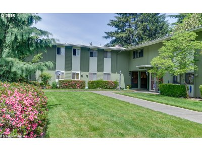 Beaverton Condo/Townhouse For Sale: 10090 SW Beaverton Hillsdale Hwy #2