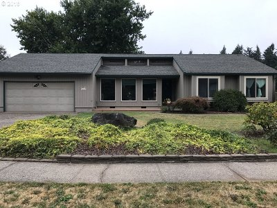 Troutdale Single Family Home For Sale: 2233 SW Sundial Ave
