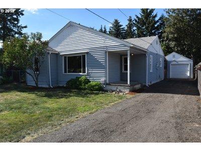 Portland Single Family Home For Sale: 6433 SE Clatsop St