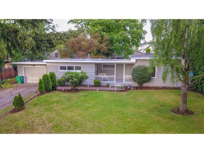 Portland Single Family Home For Sale: 7032 SE 65th Ave