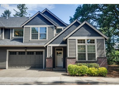 Lake Oswego Single Family Home For Sale: 5475 Willow Ct