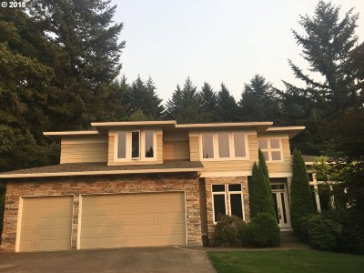 Milwaukie, Clackamas, Happy Valley Single Family Home For Sale: 10440 SE Nicole Loop