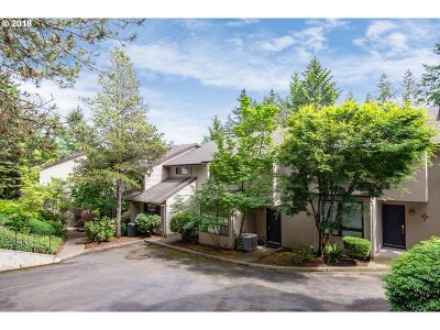 Lake Oswego Condo/Townhouse For Sale: 3101 McNary Pkwy #6