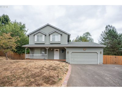 Clackamas Single Family Home For Sale: 13053 SE Bluff Dr