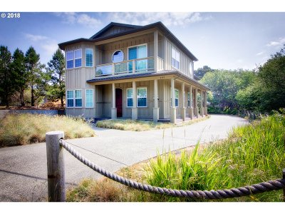 Bandon Single Family Home For Sale: 3197 Beach Loop