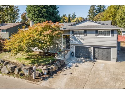 Milwaukie Single Family Home For Sale: 5425 SE Byron Dr
