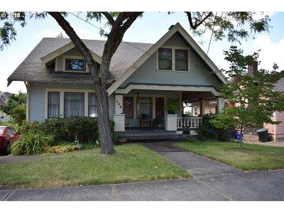 Roseburg Single Family Home For Sale: 736 SE Chadwick St