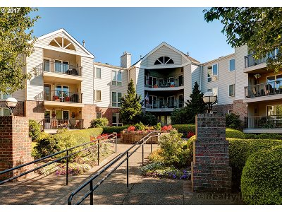Summerplace Condo/Townhouse For Sale: 15510 NE Knott St #26