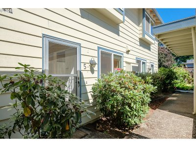 Milwaukie Condo/Townhouse For Sale: 14045 SE Redwood Ave #5