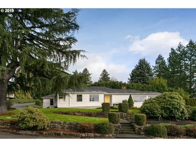 Portland Single Family Home For Sale: 7300 SW Benz Park Ct