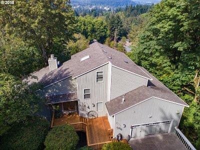 Lake Oswego Single Family Home For Sale: 17435 Upper Cherry Ln