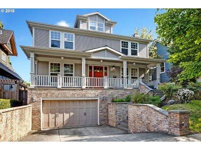 Single Family Home For Sale: 3033 NE Everett St