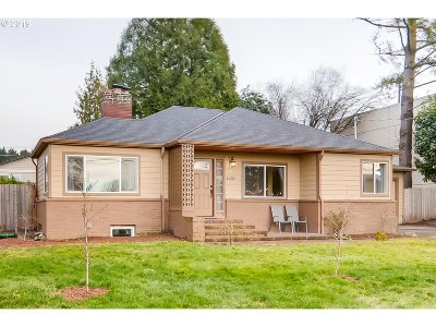 Portland Single Family Home For Sale: 11310 SW 65th Ave