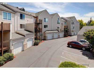 Portland Condo/Townhouse For Sale: 17516 NW Springville Rd #12