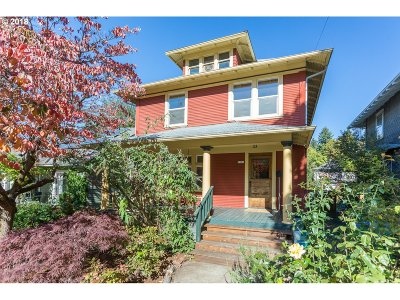 Single Family Home For Sale: 2331 SE Yamhill St