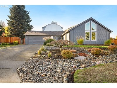 Vancouver Single Family Home For Sale: 6815 NW Dogwood Dr