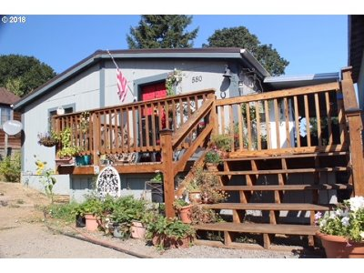 Willamina Single Family Home For Sale: 580 SW Hill Dr