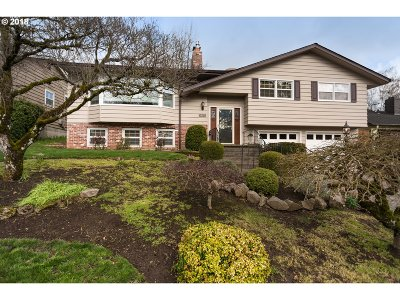 Portland Single Family Home For Sale: 5402 SW 34th Pl