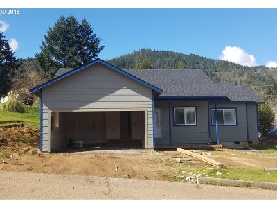Myrtle Creek Single Family Home For Sale: 928 NE Leon Ave