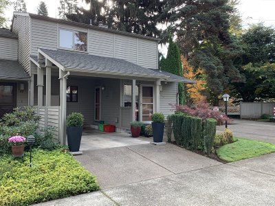 Eugene Condo/Townhouse For Sale: 46 Fairway Loop