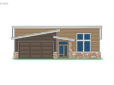 Clackamas Single Family Home For Sale: 14533 SE Lynda May Dr