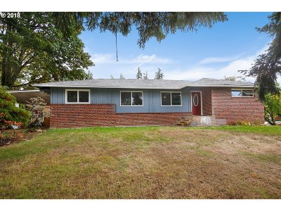 Gresham Single Family Home For Sale: 1752 NW Burnside Rd