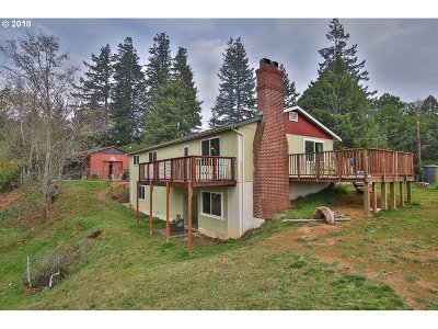 North Bend Single Family Home For Sale: 94289 Oregon Ln