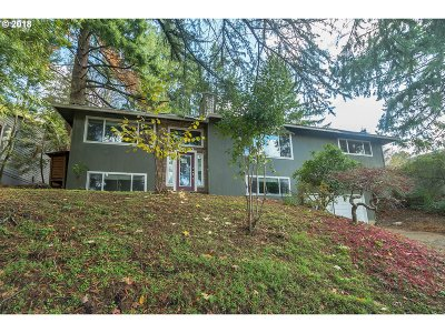 Lake Oswego Single Family Home For Sale: 1660 Woodland Ter