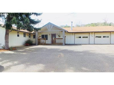 Roseburg Single Family Home For Sale: 302 Arcadia Dr