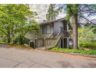 Portland Condo/Townhouse For Sale: 7546 SW Barnes Rd #B
