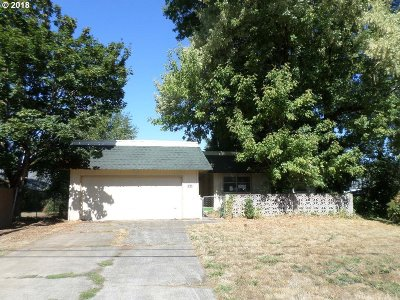 Milwaukie, Clackamas, Happy Valley Single Family Home For Sale: 7913 SE Clackamas Rd