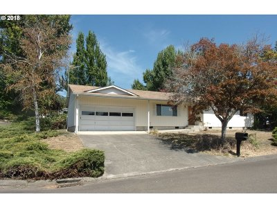 Roseburg OR Single Family Home For Sale: $165,500