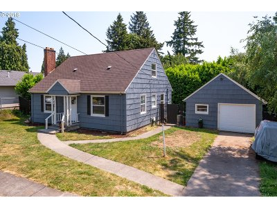 Milwaukie Single Family Home For Sale: 4036 SE Harrison St