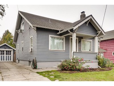 Single Family Home For Sale: 2704 SE Kelly St